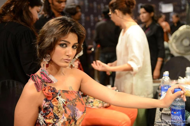 Geeta Basra Hot Deep Navel Show in Ramp Walk   the yudis