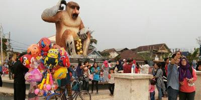 http://www.wisatakalimantan.com/2016/07/menara-pandang-dan-patung-bekantan-banjarmasin.html