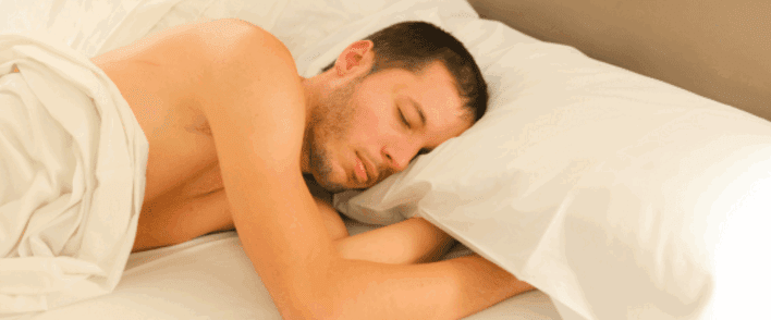 يؤثر على خصوبة الرجال ويحميك من مرض السكري.. أسباب صحية أخرى تدفعك للنوم عارياً