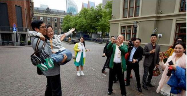 Lima Bos Baik Hati Yang Suka Bahagiakan Karyawannya di Kantor