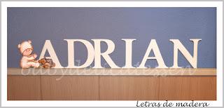 letras de madera infantiles para pared Adrián con silueta de bebé babydelicatessen