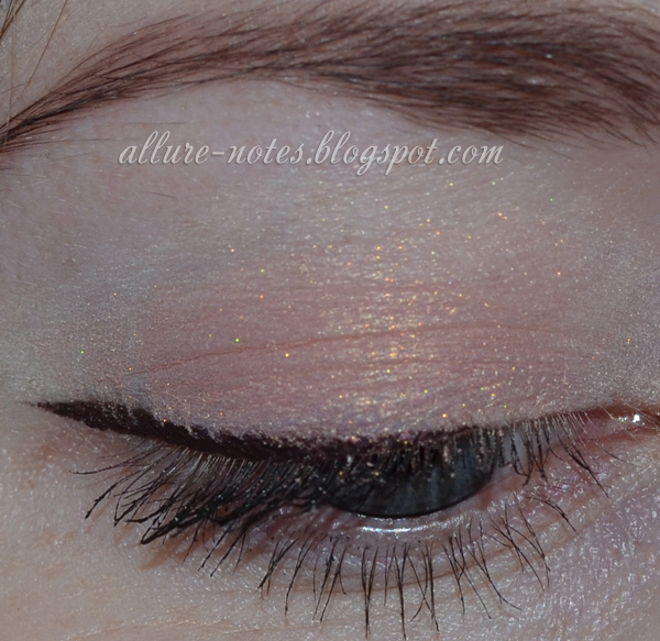тени Shiseido Luminising Satin Eye Color Trio RD 299 Beach Grass