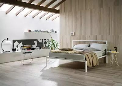 牆地一體的木紋瓷磚,搭配十分個性簡約的傢俱,帶點隨意慵懶的調調