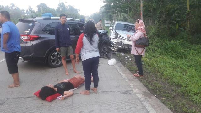 Kecelakaan Beruntut Libatkan Mobil Pemudik di Penengahan Lamsel