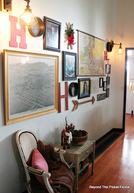 Christmas gallery wall, ho-ho sign, Christmas decor, christmas ideas, hometalk, country living, http://bec4-beyondthepicketfence.blogspot.com/2015/12/home-for-christmas-home-tour-blog-hop.html