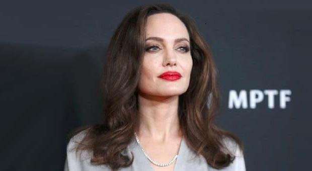 "Angelina Jolie Negosiasi untuk Film Marvel ""The Eternals"""