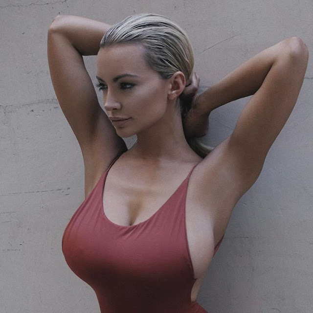 Lindsey-Pelas-beautiful-Insta-pic-with-big-tits