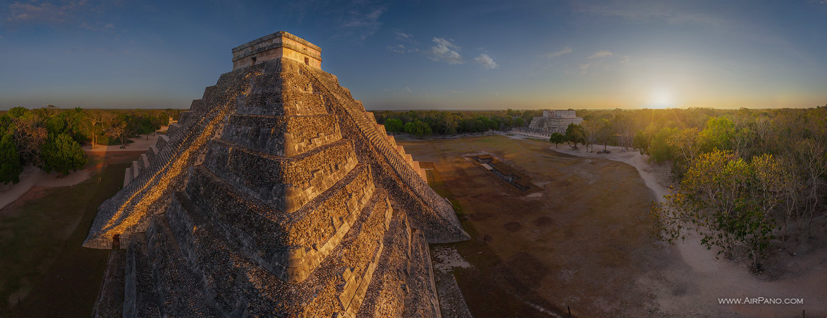 Ancient Mayan Pyramids in Chichen Itza, Mexico. - The Seven Wonders Of The World Look Totally Different In These Unique Photos.