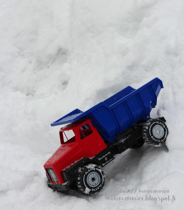 pääsiäinen 2017 rekka-auto lelu lunta