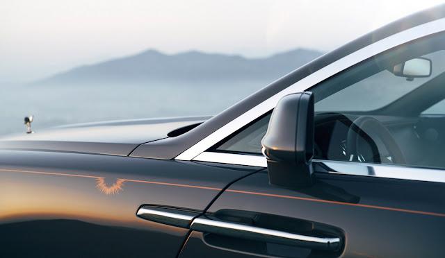 ロールス・ロイスの特別モデル「レイス・ルミナリー・コレクション」 スターライト・ヘッドライニング プラネタリウム