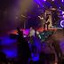"""""""Fãs invadem palco"""" durante show de Morrissey"""