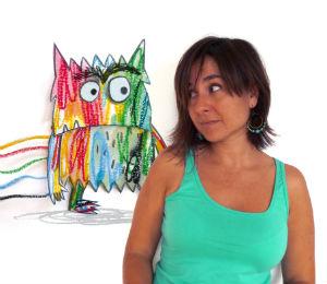 Fotografia Anna Llenas con el monstruo de colores