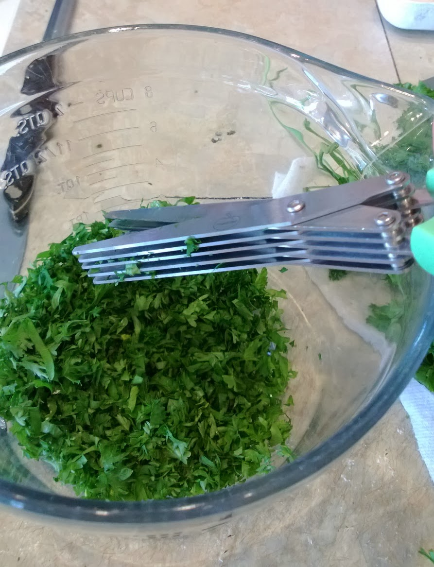 Cutting herbs with multi-blade scissors