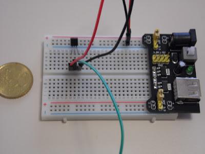 Fig. 3 - Il sensore LM35 collegato sulla breadboard - foto di Paolo Luongo