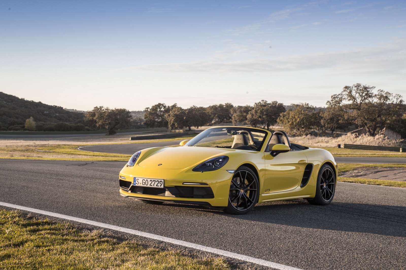 New Porsche 718 Cayman and Boxster GTS Detailed In 85 Pics ...