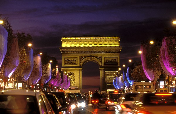 top 7 things to do in paris at night lacure villas. Black Bedroom Furniture Sets. Home Design Ideas