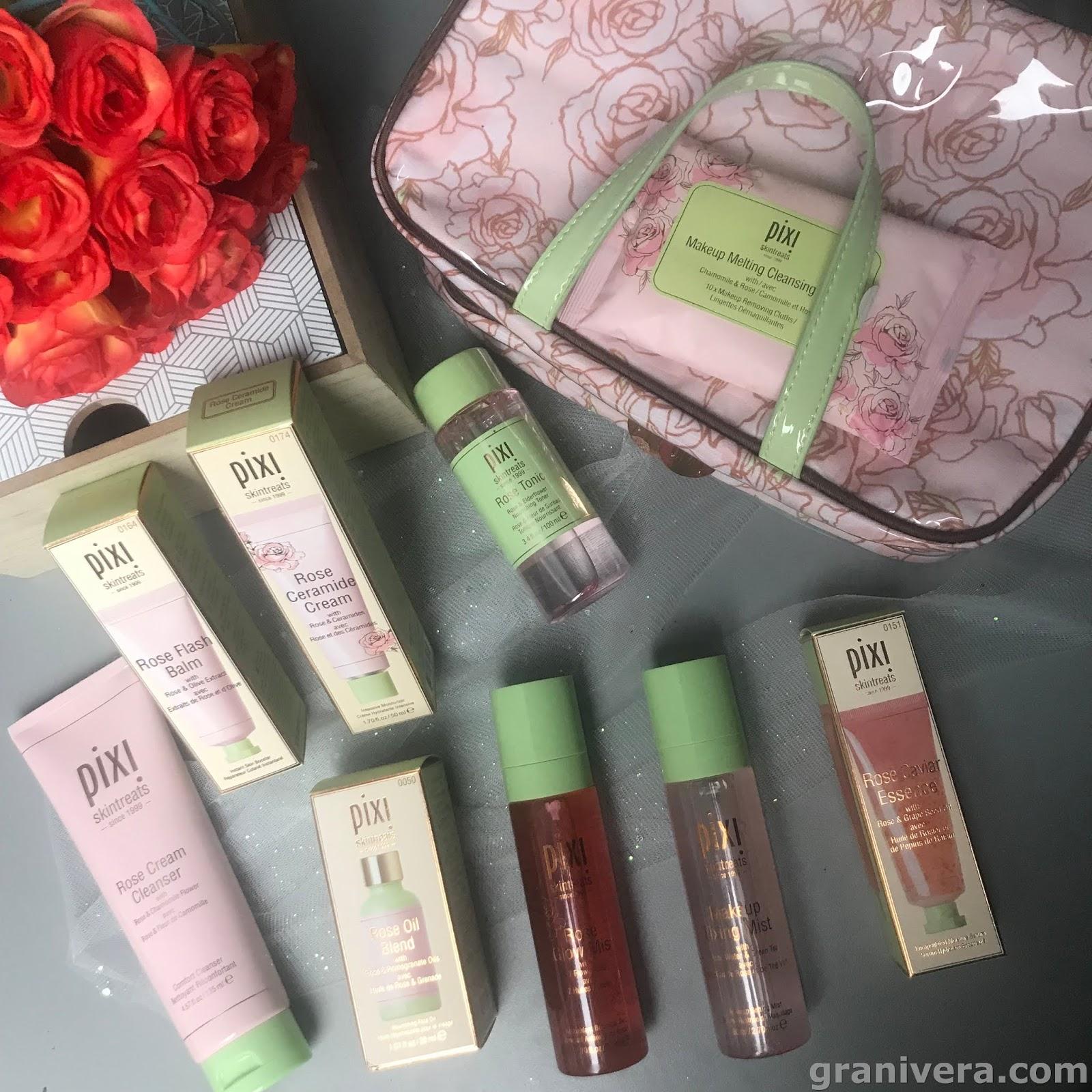 1d15ba21105f5 Wszystko zapakowane w praktycznej podróżnej kosmetyczce.