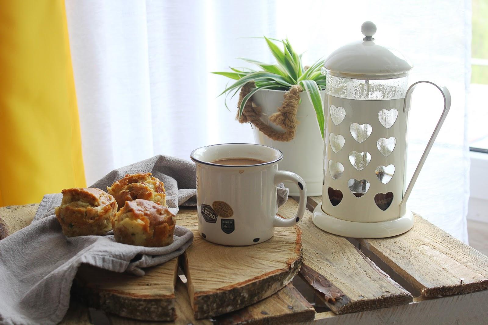 Wytrawne muffiny z szynką, serem i szczypiorkiem | Prosty sposób na pyszne śniadanie