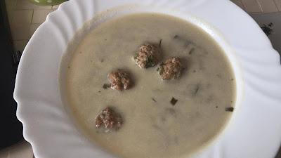 Pyszna zupa z brokułów z kuleczkami mięsnymi