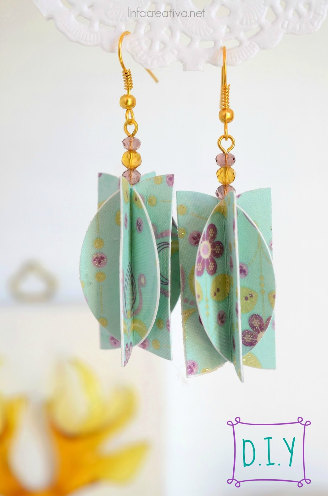 http://www.linfacreativa.net/2015/03/paper-jewels-4-earrings.html