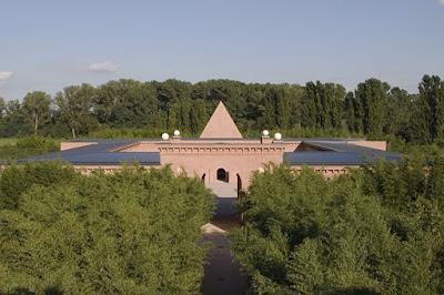 FANSTASTIC! Inilah Bangunan dengan Taman Labirin Terbesar di Dunia
