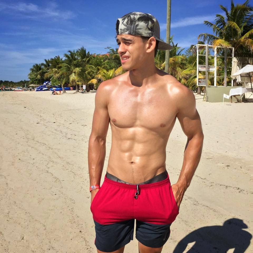 Hot Men From Central America: Selfies guy: César Pineda