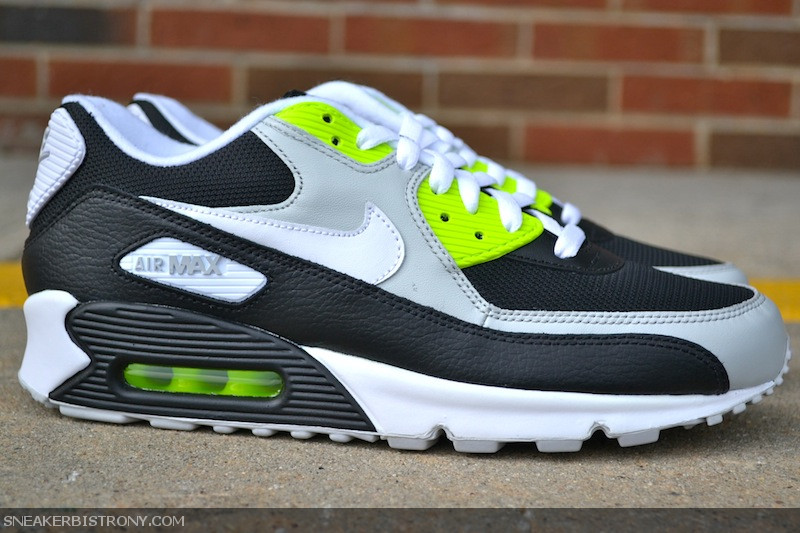 best sneakers f5315 619ec The Nike Air Max 90