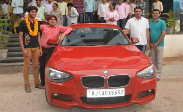 rajasthan-sikar-student-gifted-bmw-car-by-coaching-institute-for-achieving-11th-rank-in-iit-in-hindi