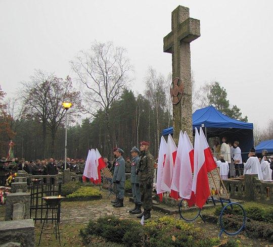 Krzyż upamiętniający poległych w boju 44 legionistów Józefa Piłsudskiego.