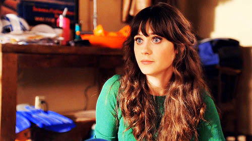 Jessica Day (Zooey Deschanel) dans la sitcom New Girl d'Elizabeth Meriwether (2011-2018)
