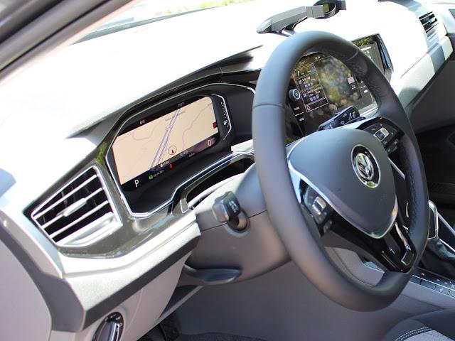 Toyota Yaris x Volkswagen Virtus - comparativo