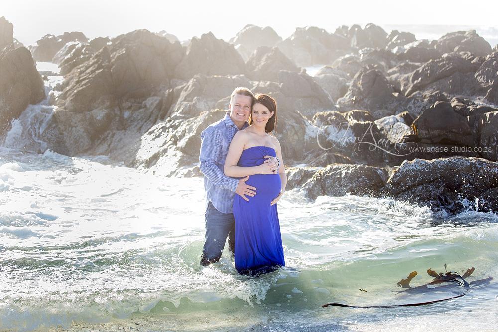 http://www.agape-studio.org/2015/12/bloubergstrand-maternity-shoot-dean-and.html