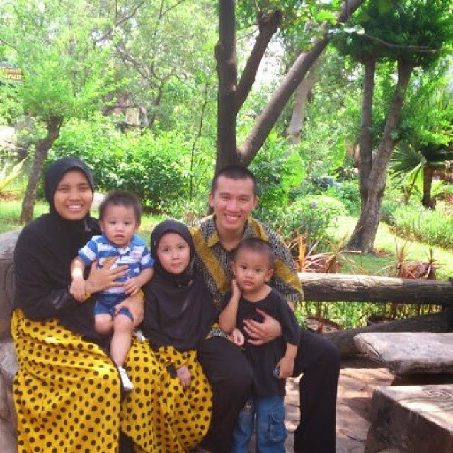 foto keluarga ustad felix siauw