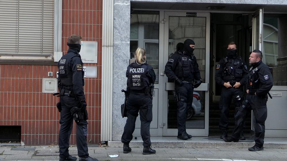19-jährige Frau in Essener Wohnung vergewaltigt - Festnahme des Tatverdächtigen - SEK im Einsatz
