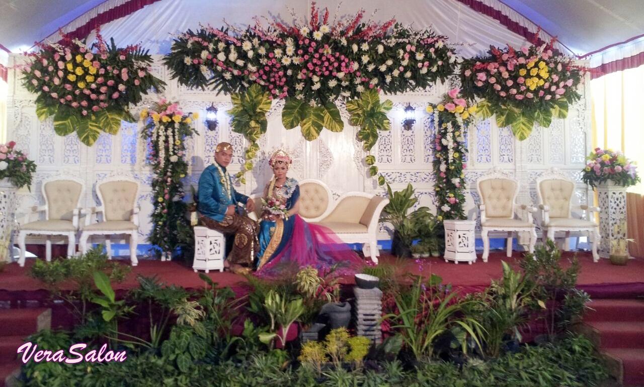 paket dekorasi pernikahan dan rias pengantin murah bagus luwes di trenggalek dan tulungagung vera salon