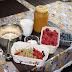 Letnie śniadanie - owsianka z sezonowymi owocami ( Summer breakfast - oatmeal with seasonal fruit)