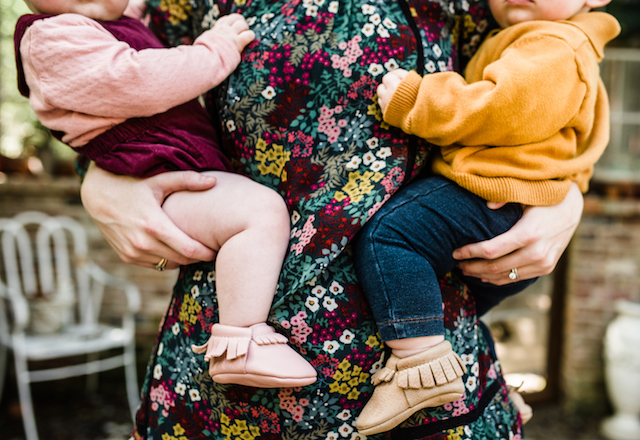 family photo outfits, coordinating outfits for photos, family fall outfits, family photography, austin mom blog, laura morsman photography, mom blogger, twin mom, twin photos, twin blog, family photos, austin family photographer, texas blogger, family pictures