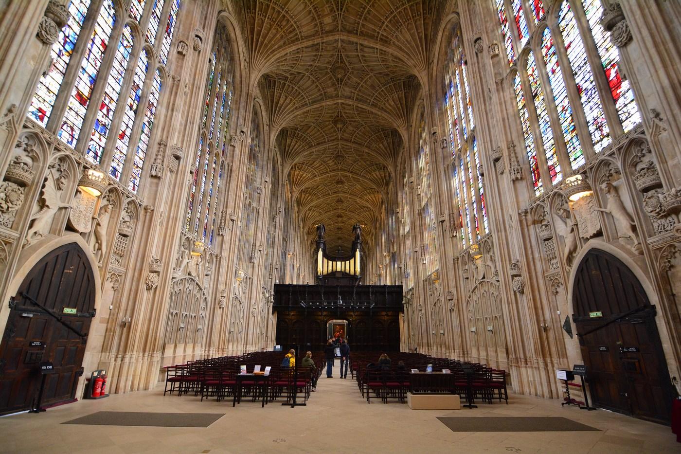 L'intérieur est grandiose et ressemble plus à une nef de cathédrale qu'à une simple chapelle...