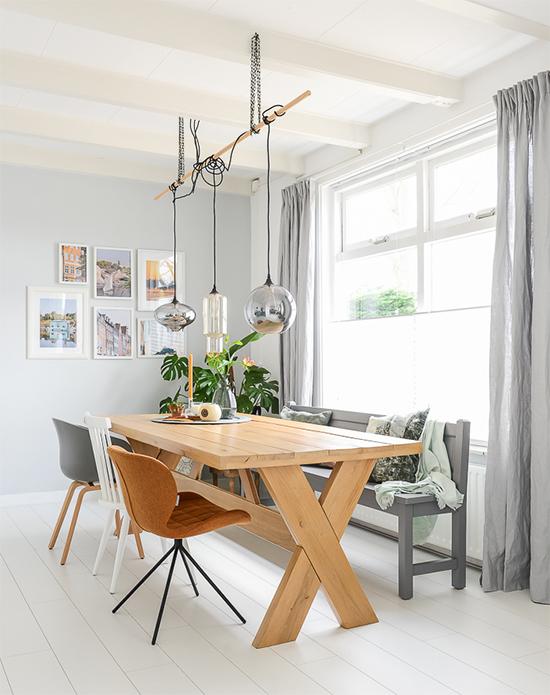 mesa de jantar, decor, home decor, mesa de madeira, a casa eh sua, acasaehsua, vasos de plantas, decoração, interior design, interior, luminária pendente