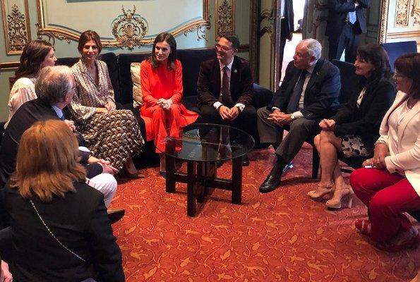 Queen Letizia wore Zara top and trousers. Juliana Awada is wearing Zara skirt and blouse