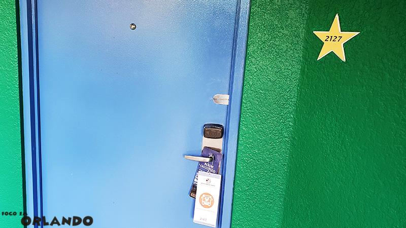 Carta do Disney's Magical Express na porta do quarto