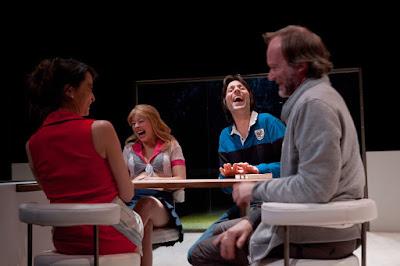 http://www.legroupevertigo.net/2012/03/mirror-teeth-sitcom-de-nick-gill.html