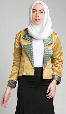 Desain baju kerja muslim modis untuk wanita karir