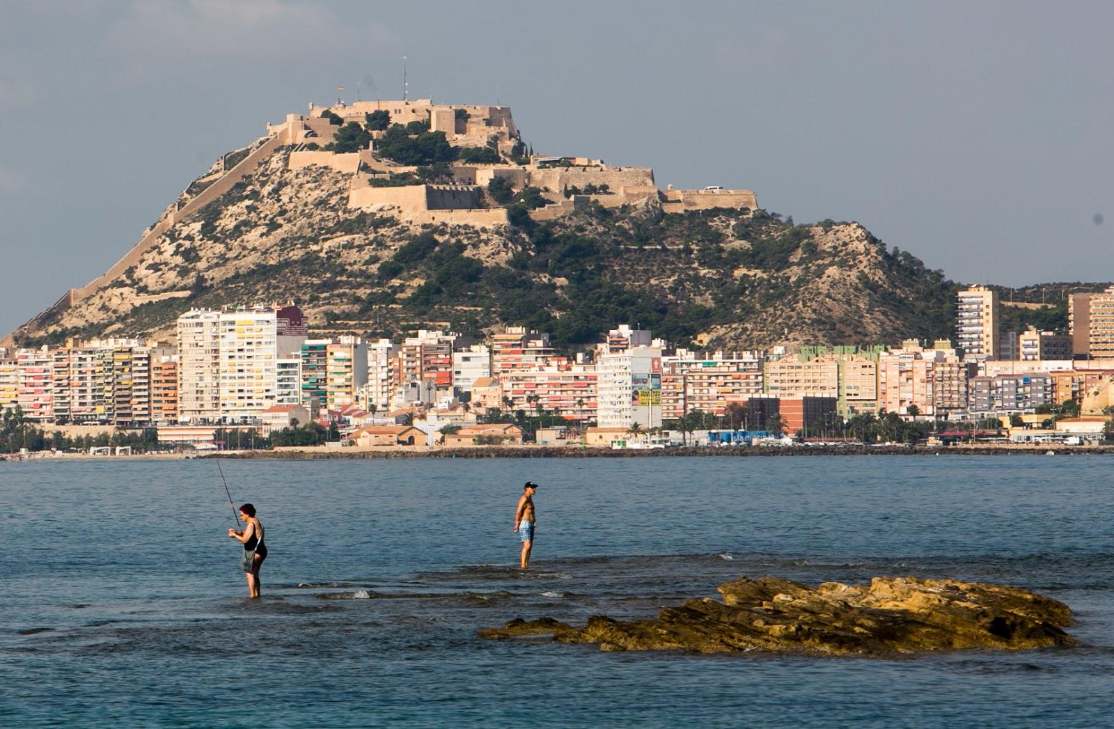 Alicante logra cinco banderas azules en sus playas