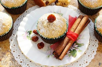 Muffinki z płatkami owsianymi, miodem i miechunką peruwiańską
