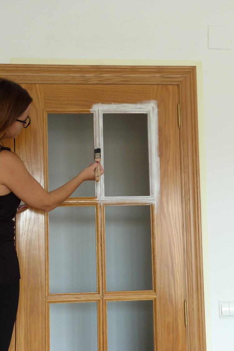 Una pizca de hogar pintar las puertas de tu hogar con - Como pintar una pared ya pintada ...