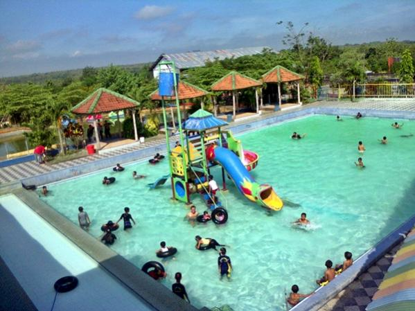 Kolam Renang Waterpark Wana Wisata Dander Bojonegoro