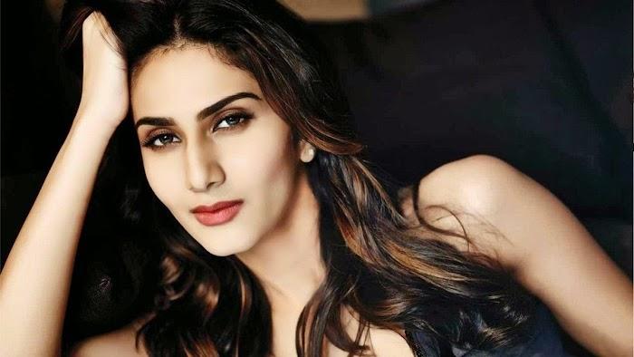 Vaani Kapoor Hot & Sexy Photos-HD images