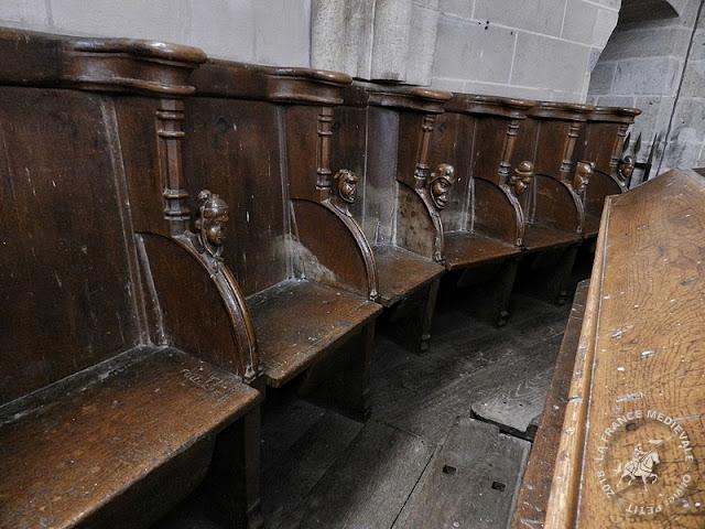 VITTEAUX (21) - Stalles de l'église Saint-Germain