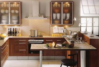 cucina con maniglie rinnovate immagine